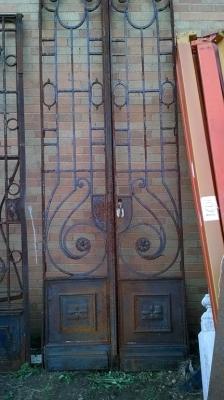 15F10911  PAIR OF LARGE IRON CIRCLE GRID DOORS (1).jpg