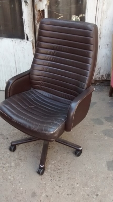 15F04 LEATHER OFFICE CHAIR.jpg