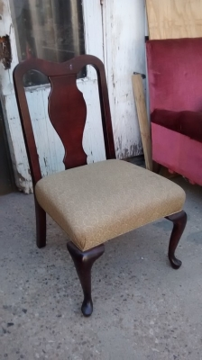 15F04 QUEEN ANNE CHAIR.jpg