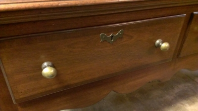14D01600 QUEEN ANNE SIDEBOARD DETAIL