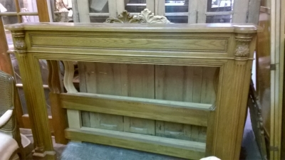 15F27324 FRENCH OAK HALF MANTLE WITH FLUTED COLUMNS (2).jpg