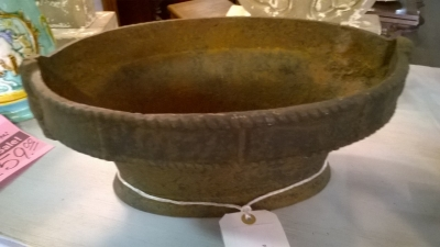 15F306012 ANTIQUE OVAL PLANTER WITH RELIEF (2).jpg