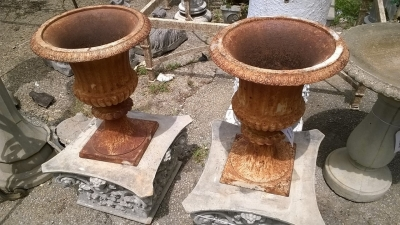 15F30 PAIR OF IRON URNS.jpg
