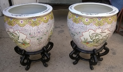 15G08 PAIR OF LARGE CHINESE FISH BOWL PLANTERS ON STANDS (1).jpg
