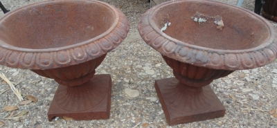 14D01501A PAIR URNS ONE BASE HAS CHIP AT BOTTOM PICTURED