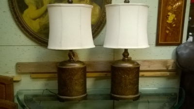 TNT-15E01150 PAIR OF OVAL METAL LAMPS WITH SHADES (1).jpg