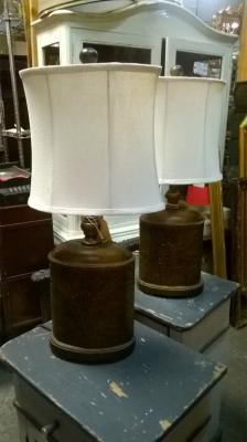 TNT-15E01150 PAIR OF OVAL METAL LAMPS WITH SHADES (2).jpg