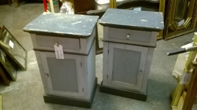 15F06001 PAIR OF PAINTED NIGHT STANDS.jpg