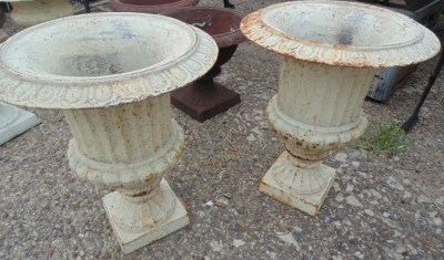 14D01501C PAIR SMALL URNS