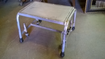 15G13157 METAL ROLL AROUND STOOL.jpg