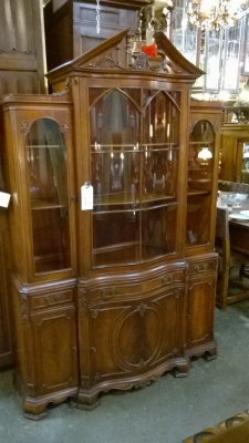 15G28200 CURVED LATTICE DOOR MAHAGONY CHINA CUPBOARD (1).jpg