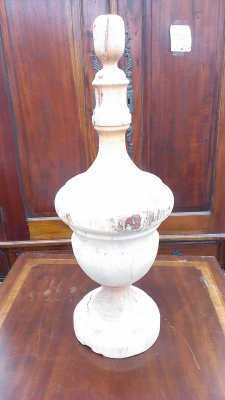 15G30011 LARGE WOOD FINIAL.jpg