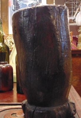 13J14144  CARVED WOOD VASE $6.00 .JPG