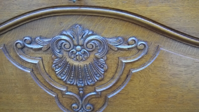 15H08 CARVED OAK BAR CABINET (2).jpg