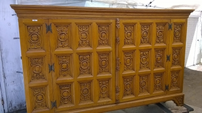 15H08 CARVED OAK CABINET (3).jpg