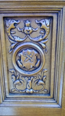 15H08 CARVED OAK CABINET (4).jpg