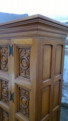 15H08 CARVED OAK CABINET (6).jpg