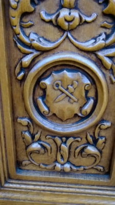 15H08 CARVED OAK CABINET (7).jpg