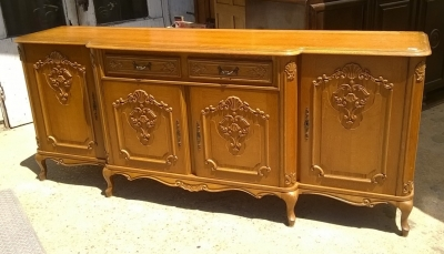 15H08 LOUIS XV SCALLOP CARVED SIDEBOARD (2).jpg