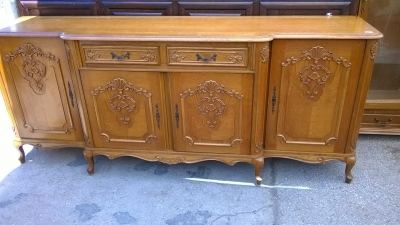 15H08 LOUIS XV SCALLOP CARVED SIDEBOARD (3).jpg