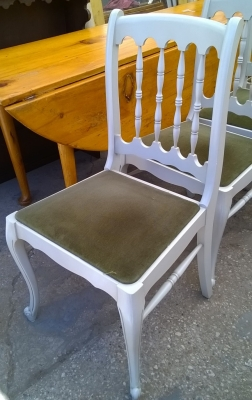 15H08 PAINTED LOUIS XV LEG CHAIRS (2).jpg