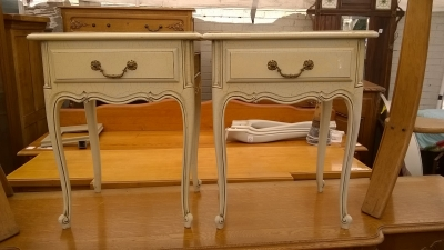 15H08 PAIR OF PAINTED LOUIS XV NIGHT STANDS (1).jpg