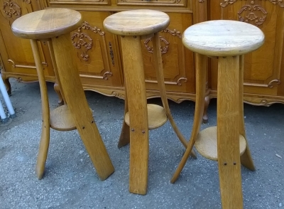 15H08 SET OF 3 OAK BAR STOOLS.jpg