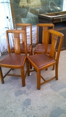 15H08 SET OF 4 ENGLISH PUB CHAIRS (2).jpg