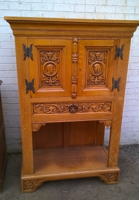 15H08 SMALL CARVED OAK CABINET (1).jpg