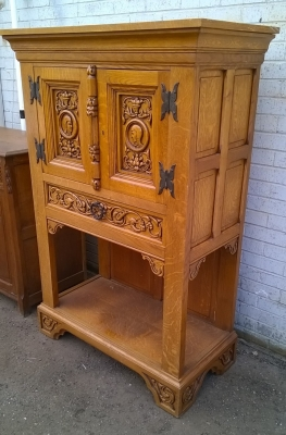 15H08 SMALL CARVED OAK CABINET (2).jpg