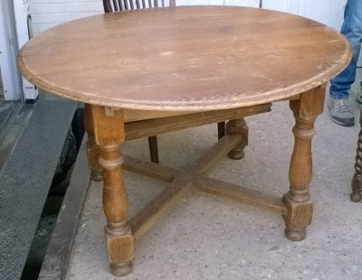 15G ROUND RUSTIC TABLE.jpg