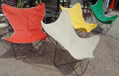 14D074   SET OF 4 KNOLL HARDOY IRON BUTTERFLY CHAIRS WITH SEVERAL COVERS