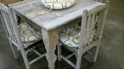 123 RUSTIC TABLE AND 4 CHAIRS.jpg