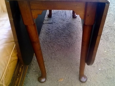 14D10003 EARLY MAHOGANY QUEEN ANNE DROPLEAF TABLE (2).jpg