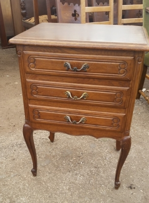 15I03 3 DRAWER NIGHT STAND.jpg