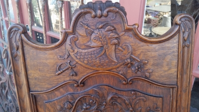 15I03 CARVED ARM CHAIR (2).jpg