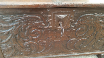 15I03 EARLY CARVED FRENCH COFFER (2).jpg