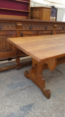 15I03 GOTHIC OAK TRESTLE TABLE (2).jpg