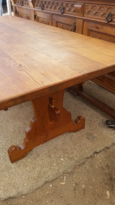 15I03 GOTHIC OAK TRESTLE TABLE (3).jpg