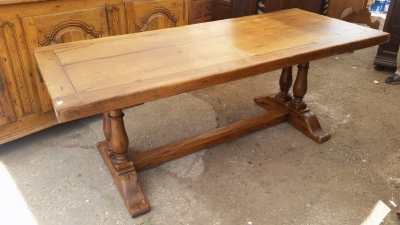 15I03 HEAVY OAK TRESTLE TABLE (1).jpg