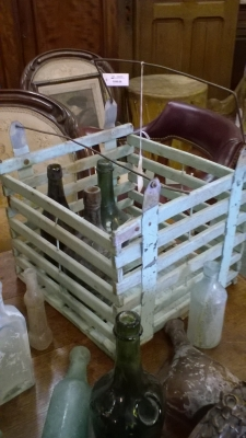 15I03 METAL CRATE WITH BOTTLES.jpg