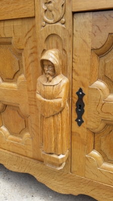 15I03 OAK MONKS SIDEBOARD (2).jpg