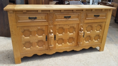 15I03 OAK MONKS SIDEBOARD (3).jpg