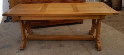 15I03 OAK TRESTLE TABLE (1).jpg
