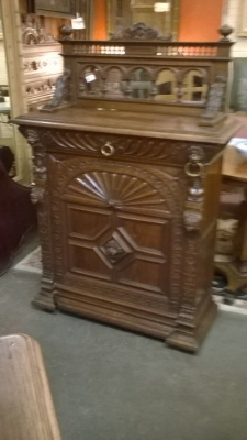 15I12  PAIR OF FRENCH MECHILIN CABINETS (7).jpg