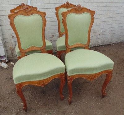 14D10009 SET OF 4 CARVED ITALIAN CHAIRS  (1).JPG