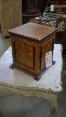 15I12 TINY OAK PEDESTAL (1).jpg