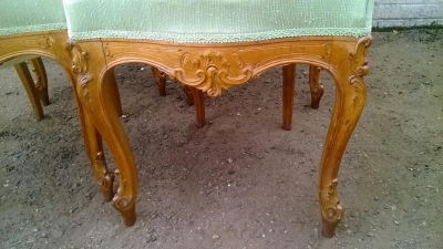 14D10009 SET OF 4 CARVED ITALIAN CHAIRS  (4).jpg