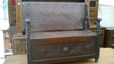 15I15 CARVED FRENCH MONKS BENCH (1).jpg