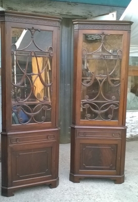 15J04105 PAIR OF EARLY MAHOGANY CORNER CABINATS (1).jpg